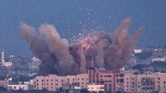 gaza-bombard