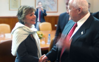 Sen. Barbara Levy-Boxer (left), sponsor of the new bill, shakes hands with wanted war criminal and former Israeli prime minister Ariel Sharon.